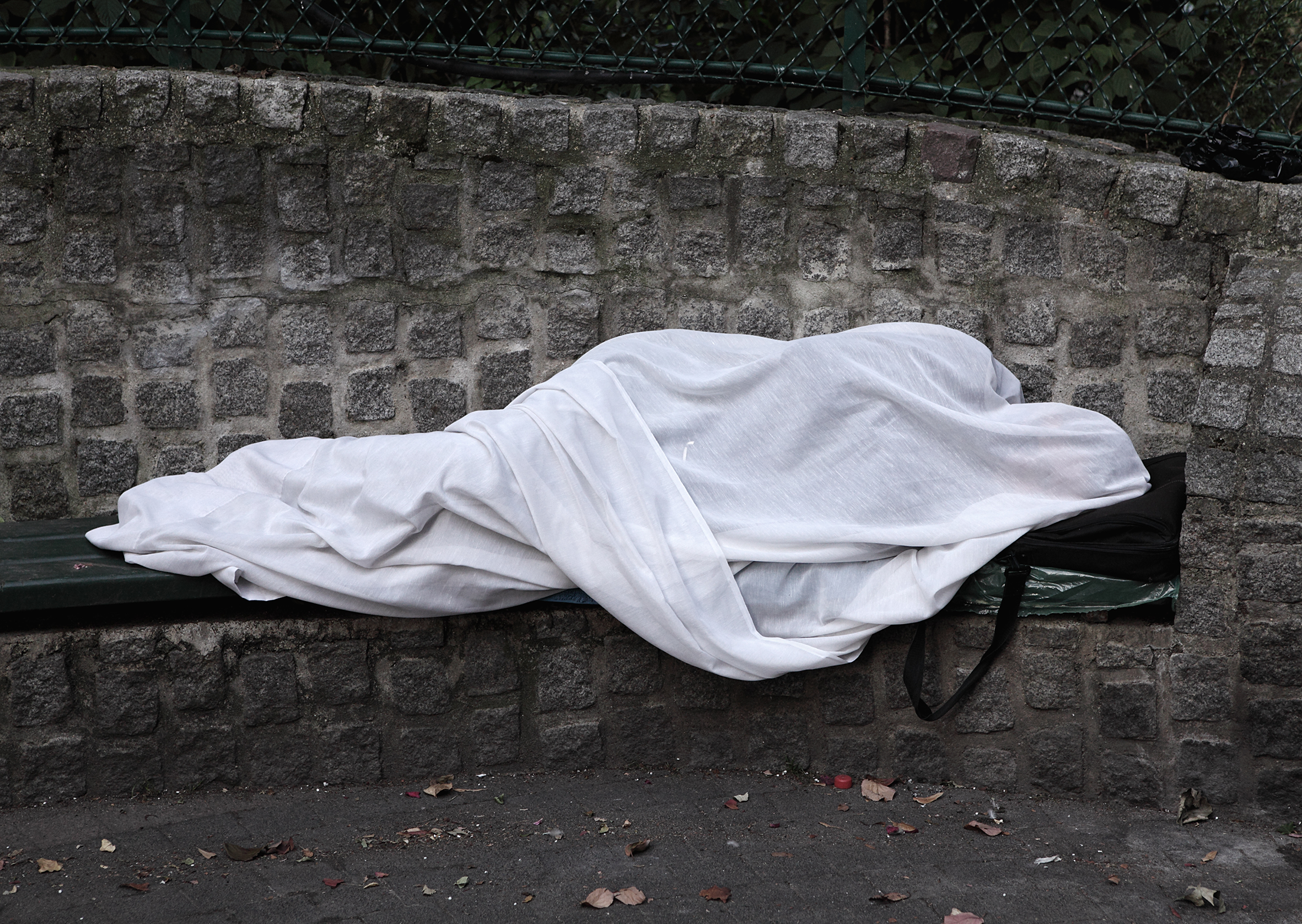 Les migrants, Paris, 2009 © Mathieu Pernot